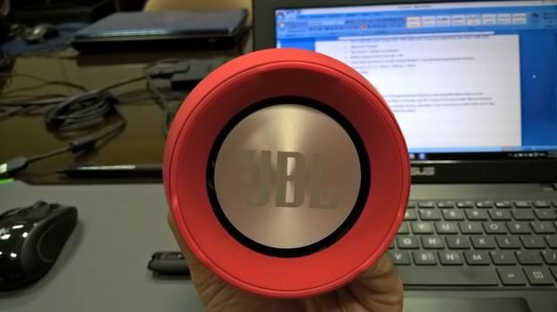 JBL Charge 2 - Tampak Samping