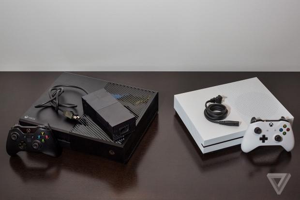 Xbox One (kiri) vs Xbox One S (kanan) - theverge.com