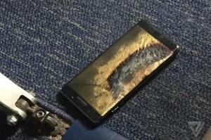 Kondisi Note 7 yang terbakar - theverge.com
